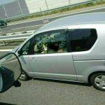 高速道路で真っ昼間からハダカでフェ〇する女性が撮影される