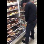 ファミリーマートのお弁当コーナーに立ち小便している男の動画が話題になる